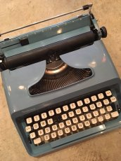 "画像2: ""Remington"" Vintage Typewriter (2)"