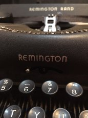 "画像5: ""Remington"" Vintage Typewriter (5)"