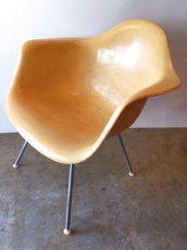 "画像1: ""Herman Miller"" Eames Arm Shell Chair (1)"