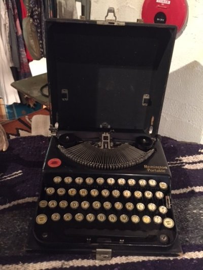 "画像2: ""Remington"" Vintage Typewriter"