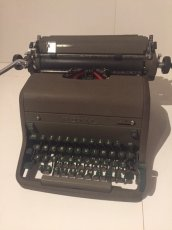 "画像2: ""ROYAL"" Vintage Typewriter (2)"
