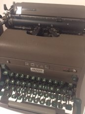 "画像4: ""ROYAL"" Vintage Typewriter (4)"