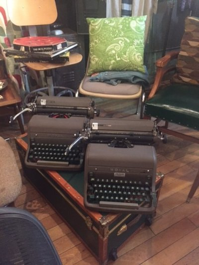 "画像2: ""ROYAL"" Vintage Typewriter"
