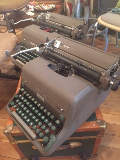 "画像3: ""ROYAL"" Vintage Typewriter"