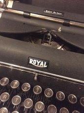 """画像3: """"ROYAL"""" Vintage Typewriter (3)"""