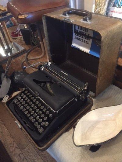 """画像2: """"ROYAL"""" Vintage Typewriter"""