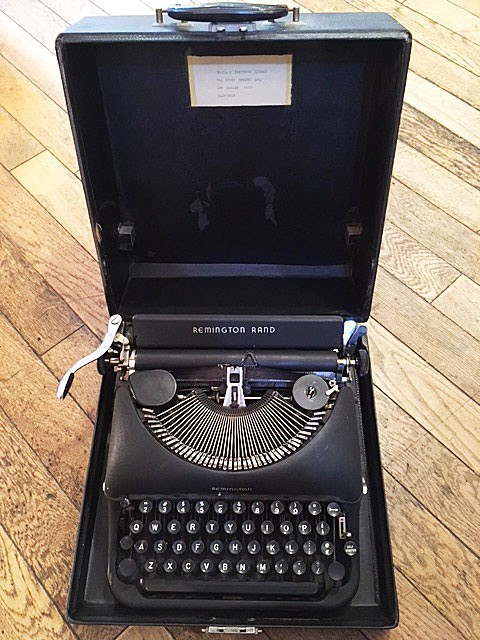 "画像1: ""Remington"" Vintage Typewriter (1)"