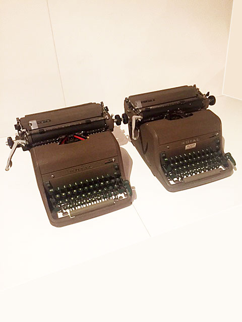 "画像1: ""ROYAL"" Vintage Typewriter (1)"
